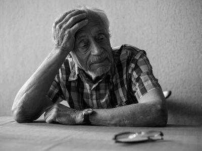 Co s vilou a jachtou? Wintonovo dítě žije v pražském paneláku, svůj sirotčí důchod posílá chudým