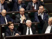 Kontroverzní soudní reformu schválil i polský senát. Zrádci! skandovaly davy v ulicích Varšavy