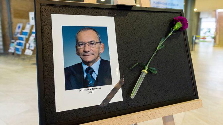 Otázky a odpovědi: Kdy bude rozloučení s Kuberou? Kdo ho může nahradit v čele Senátu?