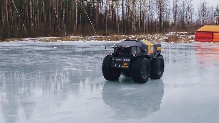 Ruský obojživelník Sherp se nebojí bahna ani tenkého ledu, bez tankování vydrží až 130 hodin