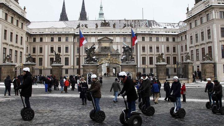 Ruských turistů přijelo do Česka o sedminu méně než loni