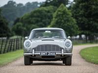 Legendární auto Jamese Bonda jde do aukce. Filmová kariéra šponuje jeho cenu o desítky milionů