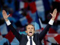Živě: Francouzi budou vybírat mezi Macronem a Le Penovou. Poražené strany se šikují za Macronem