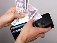 Žijete od výplaty k výplatě? Máme pro vás tipy, jak bezbolestně ušetřit