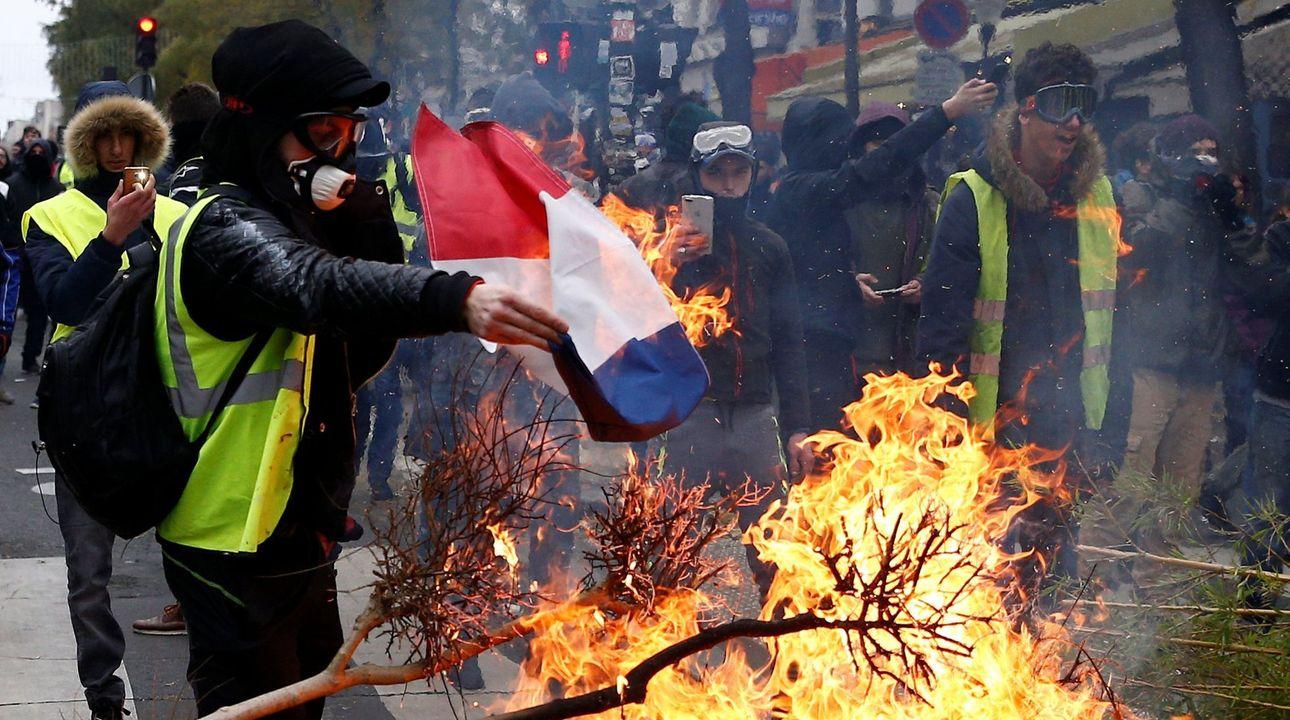 Francie vyhlíží další protest žlutých vest. Paříž nasadí 8000 policistů