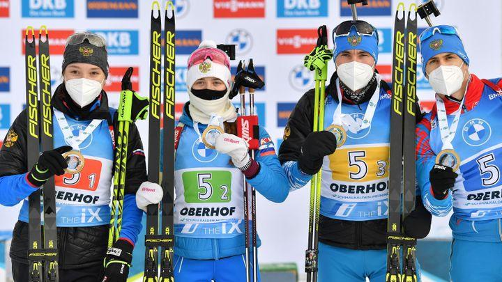 """""""Jsme bohové."""" Rusové slaví biatlonové zlato z Oberhofu jako vyhranou olympiádu"""