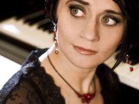 Život virtuózní klavíristky ukončila vražda. Její syn přežil