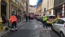 Zasypaní dělníci v centru Prahy. Poslechněte si vyjádření hasičů a policie