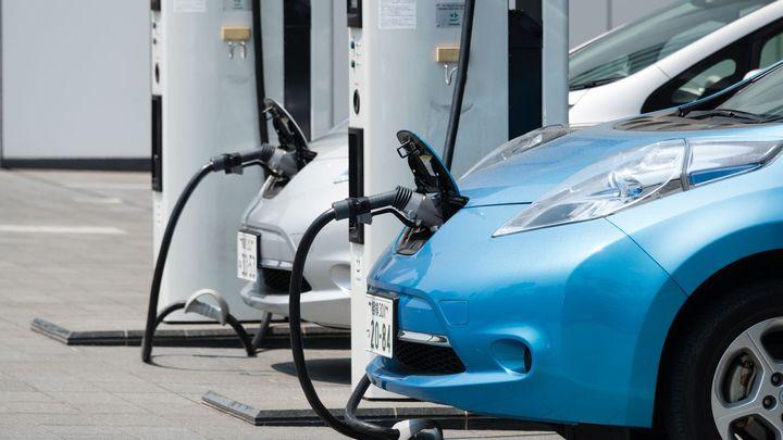 Dočkáme se pobídek pro elektromobily? Automobilky je chtějí kvůli emisním limitům