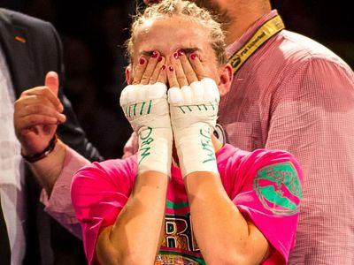 Tvrdé rány, dominance i dojetí. Tak se česká boxerka Bytyqi stala mistryní světa WBC