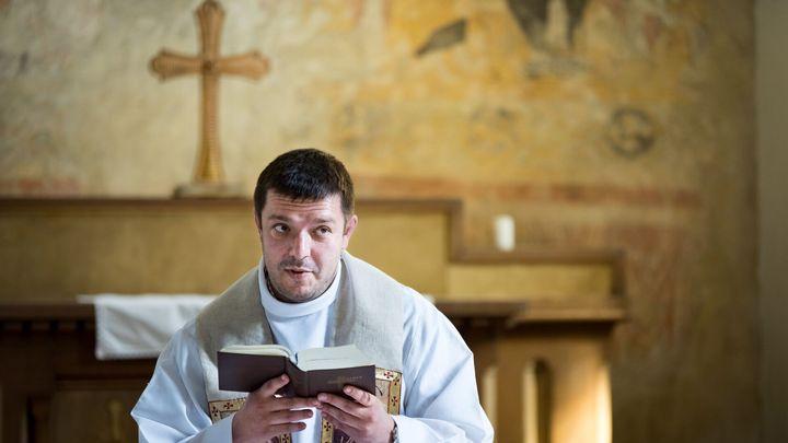Každý Čech je nyní epidemiolog, společnost se rozdělila, říká katolický kněz Jírovec