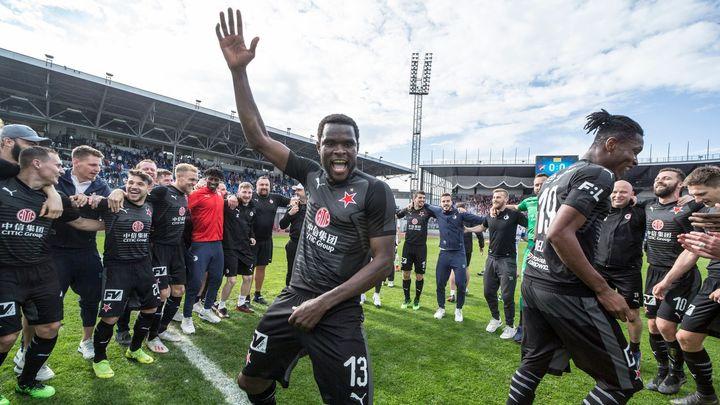 Africké opory tančily, Tvrdík se dmul a fanoušci jásali. Tak Slavia slavila titul