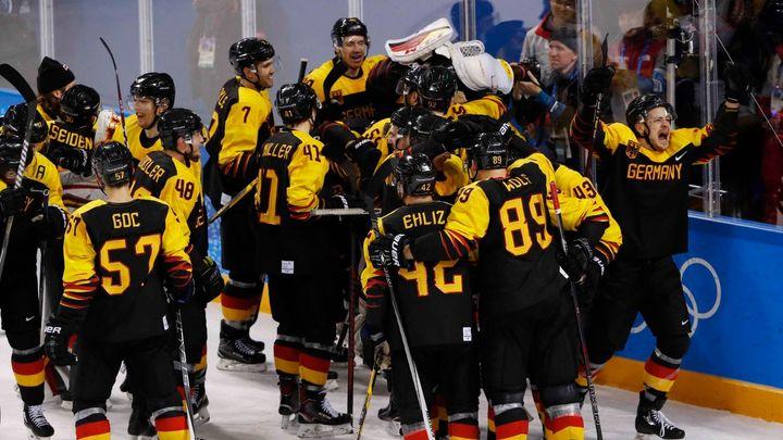 Senzace v hokejovém turnaji: Němci vyřadili v prodloužení Švédsko a zahrají si o finále s Kanadou