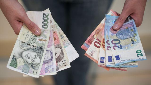 d226d8d63 Boj s nefér směnárnami má první oběti. S výměnou peněz končí ČSOB a  Raiffeisenbank