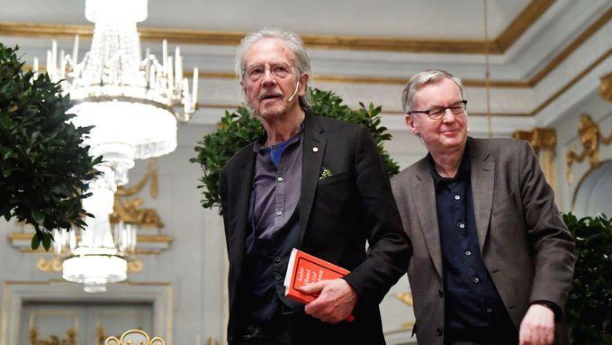 Handke před převzetím Nobelovky kritizuje novináře, bývalý tajemník cenu bojkotuje