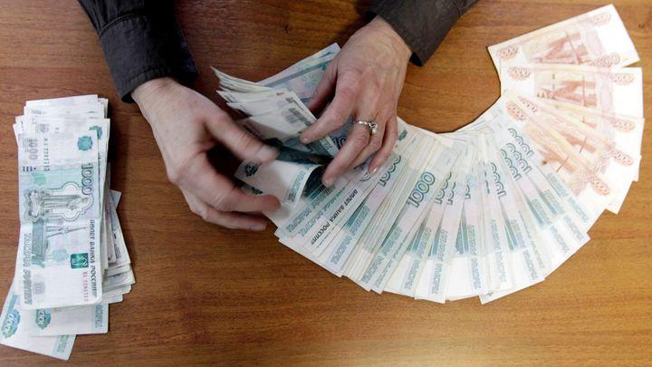 Rubl se propadá, kdo ho zastaví? Otázky a odpovědi