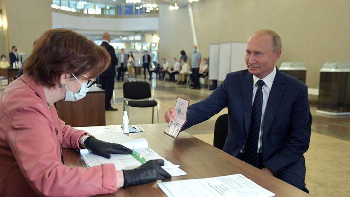 Putin může Rusku vládnout až do roku 2036. Voliči v referendu schválili změnu ústavy
