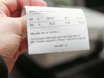 Změny v EET. Ústavní soud ruší třetí a čtvrtou fázi, evidenci plateb kartou nebo DIČ na účtence
