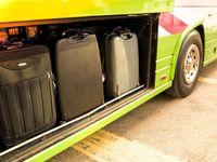 Zloděj schovaný v tašce vykrádal zavazadla v pařížském autobusu. Prozradilo ho, když se pohnul