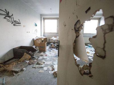 Foto: Nemocnice hrůzy čekala na válku. Teď ji za miliony koupila žena, která pracuje v ostraze Makra