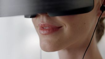 4bd54f953 Svedli jsme boj proti démonům. Virtuální realitu od Microsoftu si užijete  snadno