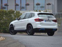 BMW iX3 je předvojem celé řady nových elektroBMW, doplní ho sedan i4 a větší SUV iX.