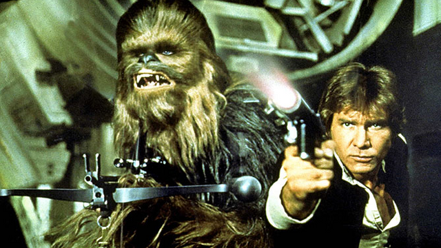Peter Mayhew a Harrison Ford ve filmu Star Wars: Epizoda IV - Nová naděje.