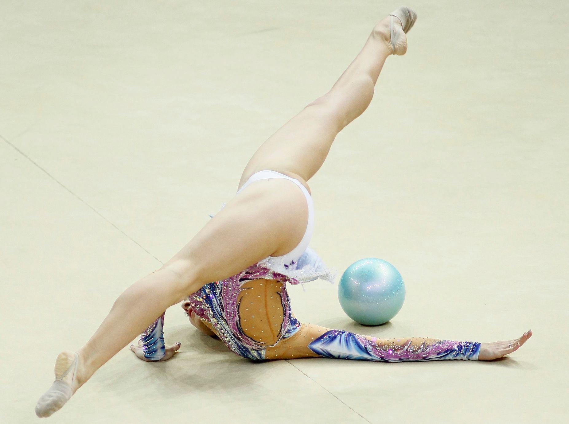 pikantnie-foto-molodih-gimnastok