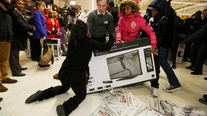 Fotky: V zajetí slev. Velká nákupní horečka začala už za tmy