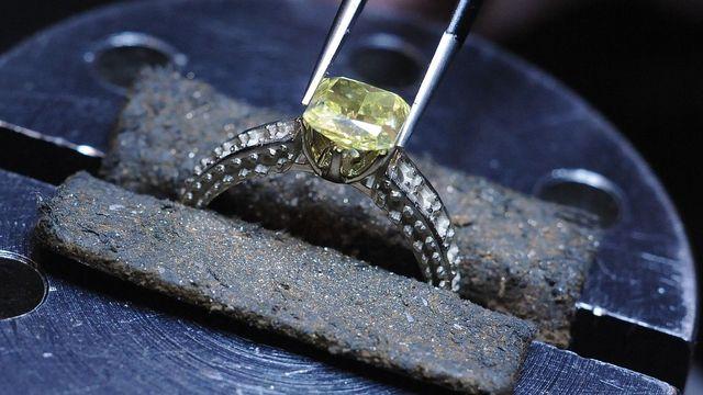 a689e5b6587 Za milionovou loupež šperků a diamantů v Praze dostala dvojice cizinců  devět let
