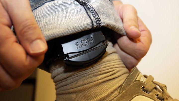 Firma nedodala elektronické náramky pro domácí vězně, hrozí omezení monitoringu