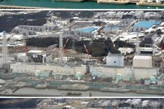 Tokyo Electric Power Company's (TEPCO) tsunami-crippled Fukushima Daiichi nuclear power plant in Fukushima prefecture is pictured in this combination photo taken December, 2000 (top), February 26, 2012 (C), and March 3, 2013, released by Kyodo on March 7, 2013, ahead of the two-year anniversary of the March 11 earthquake and tsunami. Mandatory Credit. REUTERS/Kyodo (JAPAN - Tags: ANNIVERSARY DISASTER ENVIRONMENT) ATTENTION EDITORS - THIS IMAGE WAS PROVIDED BY A THIRD PARTY. FOR EDITORIAL USE ONLY. NOT FOR SALE FOR MARKETING OR ADVERTISING CAMPAIGNS. THIS PICTURE IS DISTRIBUTED EXACTLY AS RECEIVED BY REUTERS, AS A SERVICE TO CLIENTS. MANDATORY CREDIT. JAPAN OUT. NO COMMERCIAL OR EDITORIAL SALES IN JAPAN. YES Published: Bře. 7, 2013, 9:32 dop.