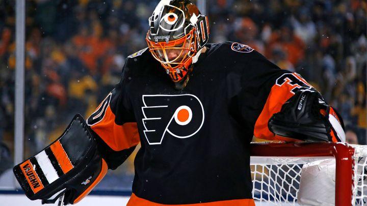 Philadelphia porazila v NHL Rangers 7:4, Neuvirth se zranil