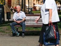 Dva lidé v Česku mají důchod přes 100 tisíc měsíčně. Projděte si nová čísla o penzích