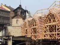 Negrelliho viadukt obnažený na kost. Oprava technické památky je v první čtvrtině