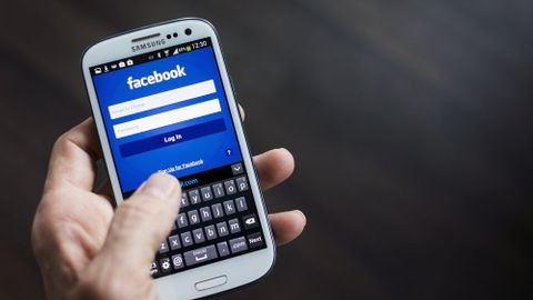 Tech News: Posmrtný Facebook a 23 let internetu v Česku