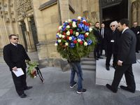 Online: Poslední cesta Miloslava Vlka. Katedrála se plní lidmi, prezident Zeman nepřijde