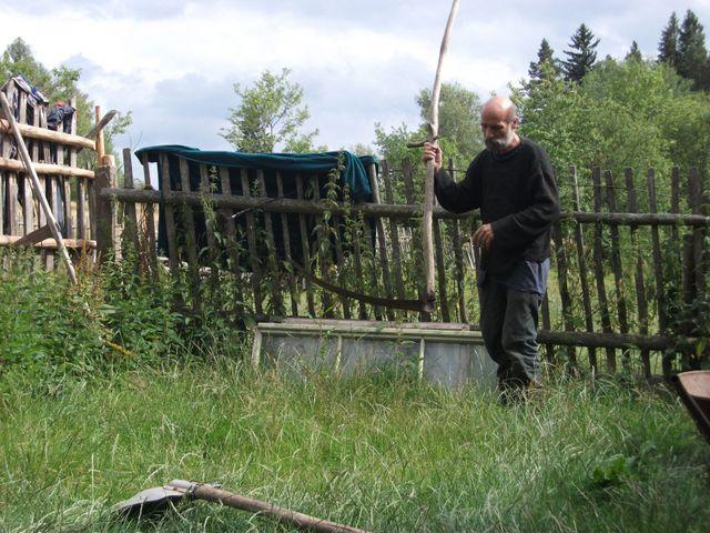 Ondřej Klišík. Se svým dvojčetem Františkem se na šumavské samotě narodili a dodnes tu žijí.