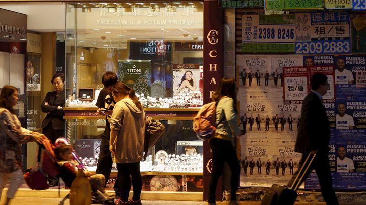 Čína omezí výjezdy za nákupy do přetíženého Hongkongu