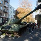 """Armáda sebrala separatistům """"Stalina"""". Tank z pomníku"""
