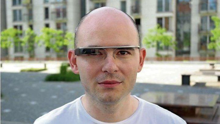 Dva týdny s Google Glass. Časté nabíjení a pálení za uchem