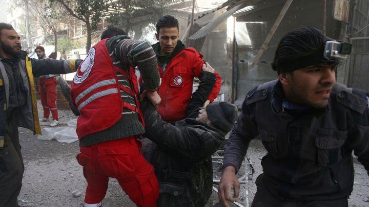 V Sýrii musí okamžitě začít příměří, rozhodla Rada bezpečnosti. Chce zabránit masakrům v Ghútě
