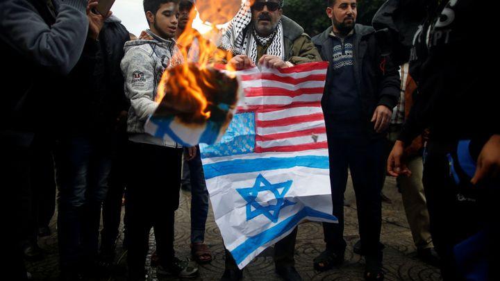 Den hněvu má 25 mrtvých a stovky raněných. Palestinci zuří kvůli Jeruzalému, naděje na usmíření mizí