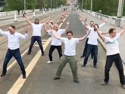 Mosty v ČR nechceme, náměstek je Demolition Man. Sociální sítě řeší bourání Libeňského mostu