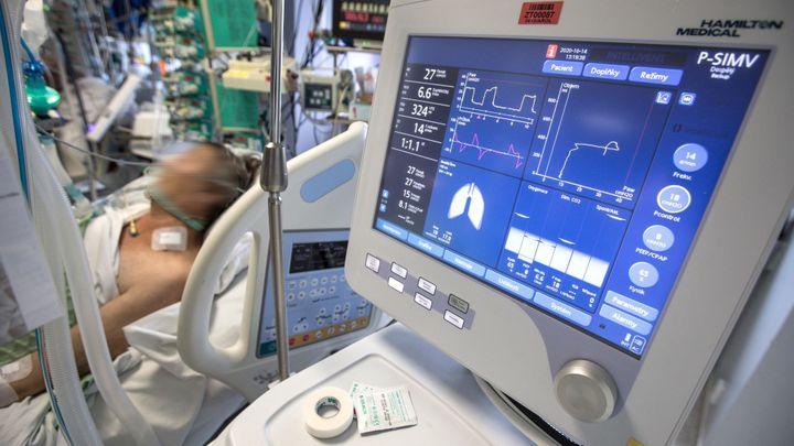 Nemocnice s použitím ivermektinu vyčkávají. O jeho účinnosti stále panují pochyby