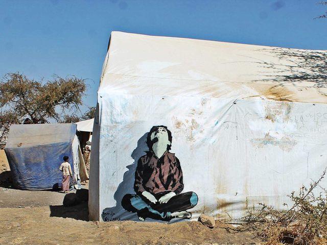 Streetart jemenského umělce Murada Subaye