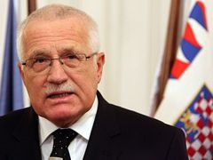 Czech President Václav Klaus chose a no-ceremony approach to signing the treaty.
