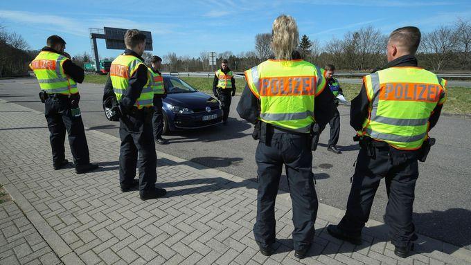Němci požadují přísnější kontroly na hranicích s Českem. Vadí jim, že navzdory zákazům a špatné epidemiologické situaci v ČR k nim jezdí Češi dále na nákupy.