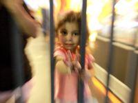 Obrazy z Budapešti: Nádraží je uprchlický tábor. Naděje žije