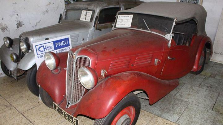 Unikátní sbírka historických aut Praga bojuje o život. Město hledá prostor pro 100 veteránů
